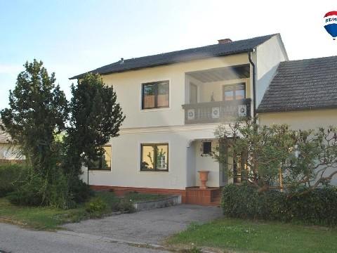 Großzügiges Einfamilienhaus mit uneinsehbarem Innenhof