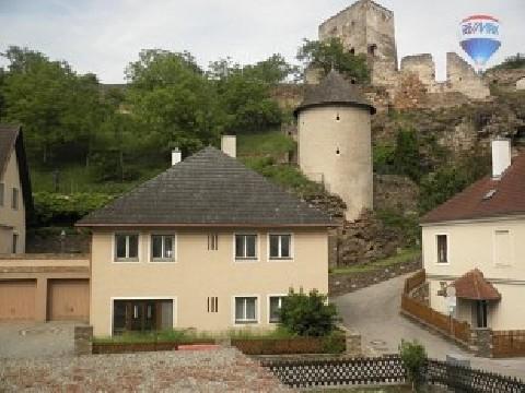 Wohnhaus mit historischem Turm
