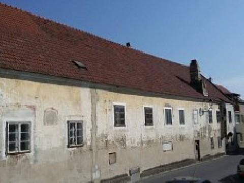 Historisches Haus mit großem Grundstück!
